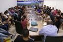 Comissão se reúne com professores e tenta intermediar reunião com prefeitura