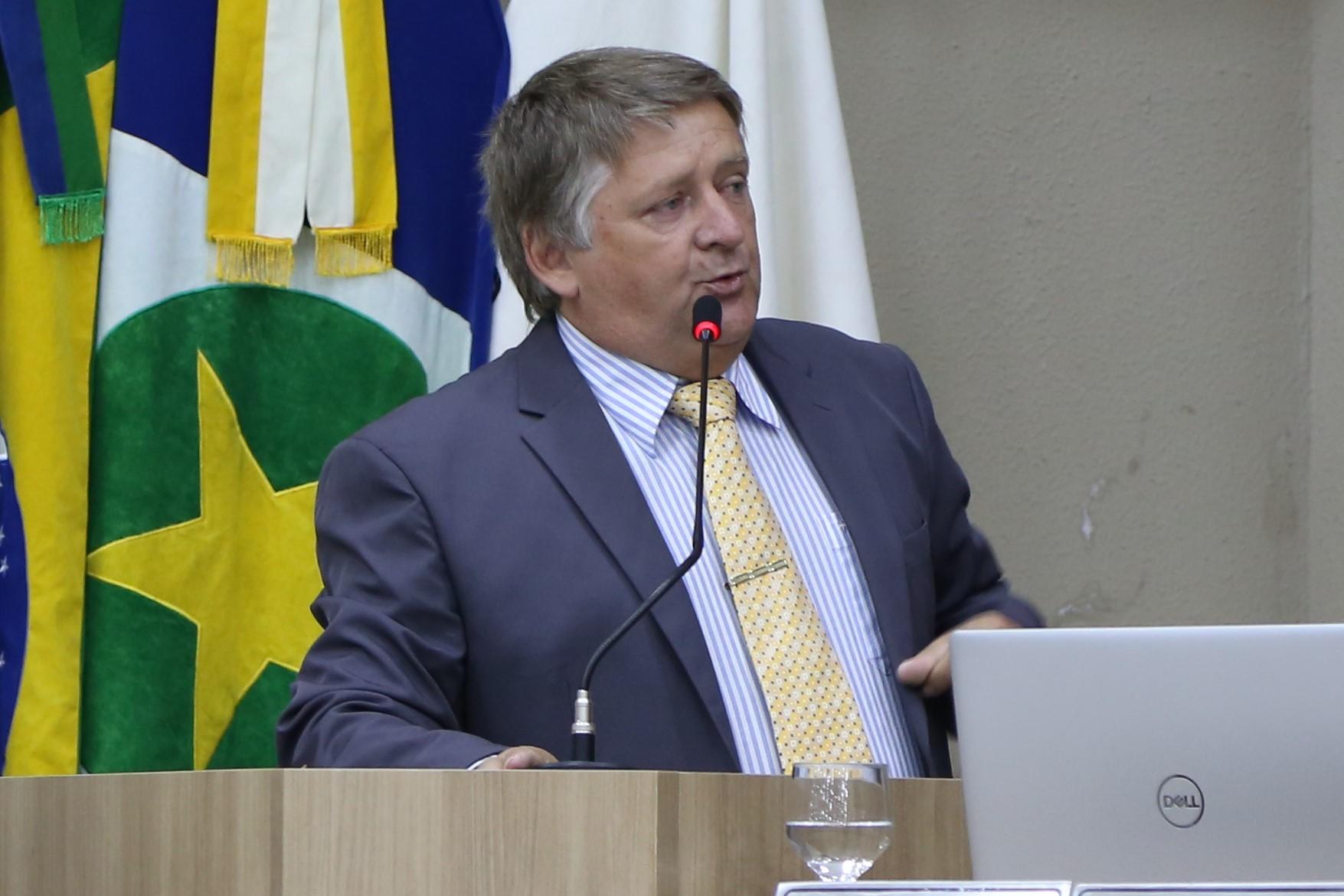 Remídio propõe melhorias na sinalização de logradouros públicos